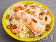 Оризова салата с айсберг, скариди и гъби